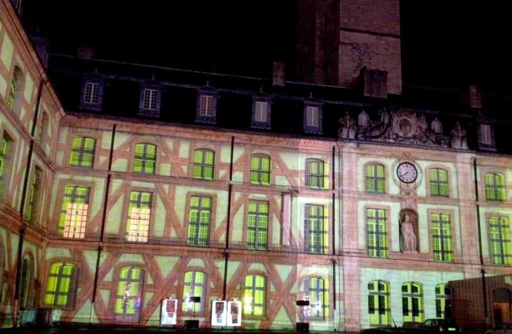 Le son et lumières du palais des Ducs à Dijon. © Jondi