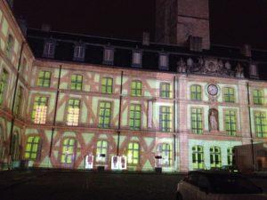 Son et lumière projeté sur la façade du Palais des Ducs. © BC - Jondi