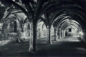 La salle basse du cellier de Clairvaux au XXe siècle © Studio Michelet - Bibliothèque municipale de Dijon