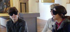 Visite thématique – Les yeux fermés, une séance audiodescriptive