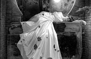 Spectacle – «Merde, je suis vivante» – Solo pour femme morte
