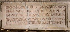 Visite – Textes gravés dans l'antiquité