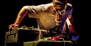 Concert perfomance de Feromil et projection surprise sur le thème du mammouth